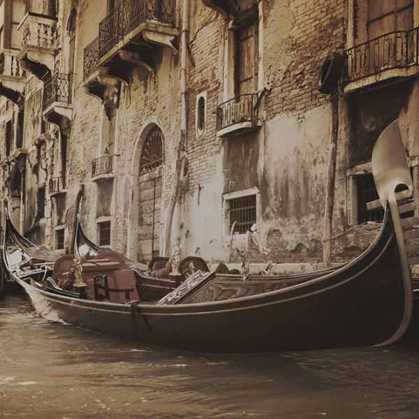 Murals Ships and Boats Gondola in Venice-D1F5C3